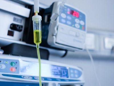 inyeccion-intravenosa-hospital_1387-457